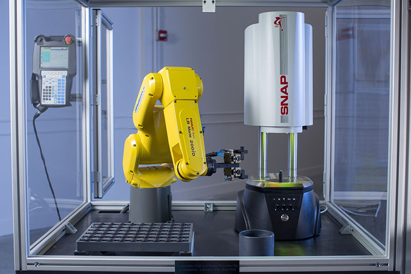 Machine de mesure 3D alimentée en automatique par un bras robot