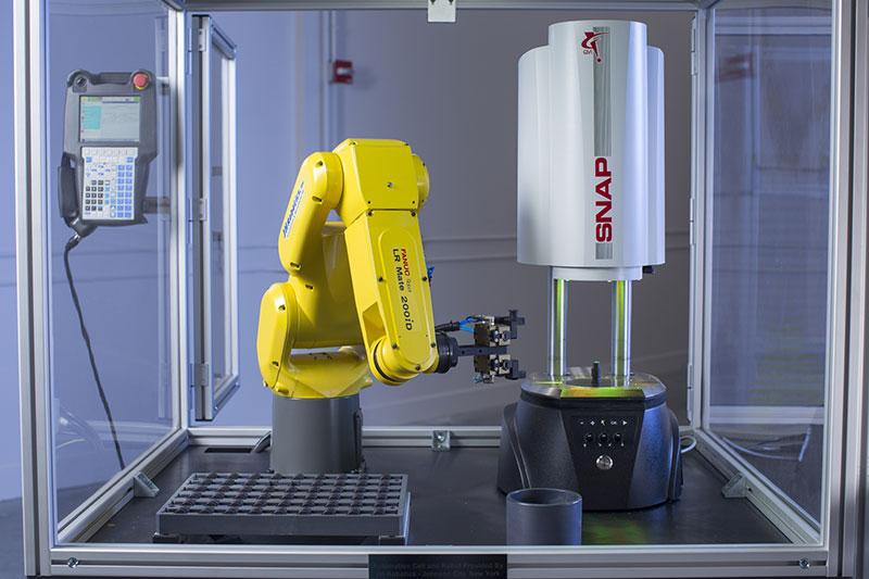 Intégration d'un bras robot  pour charger les pièces